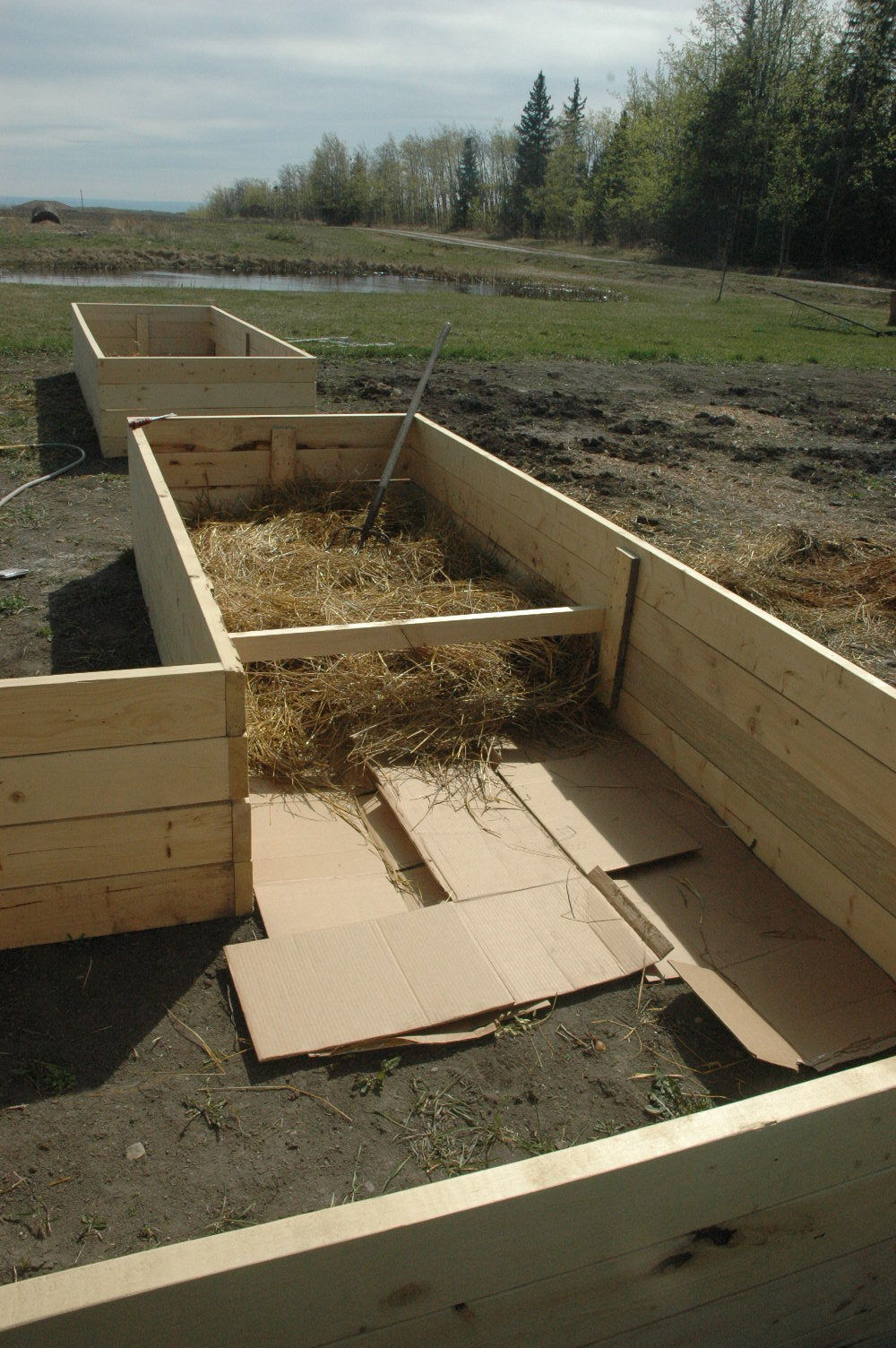 Heritage Farm Raised Bed w Straw